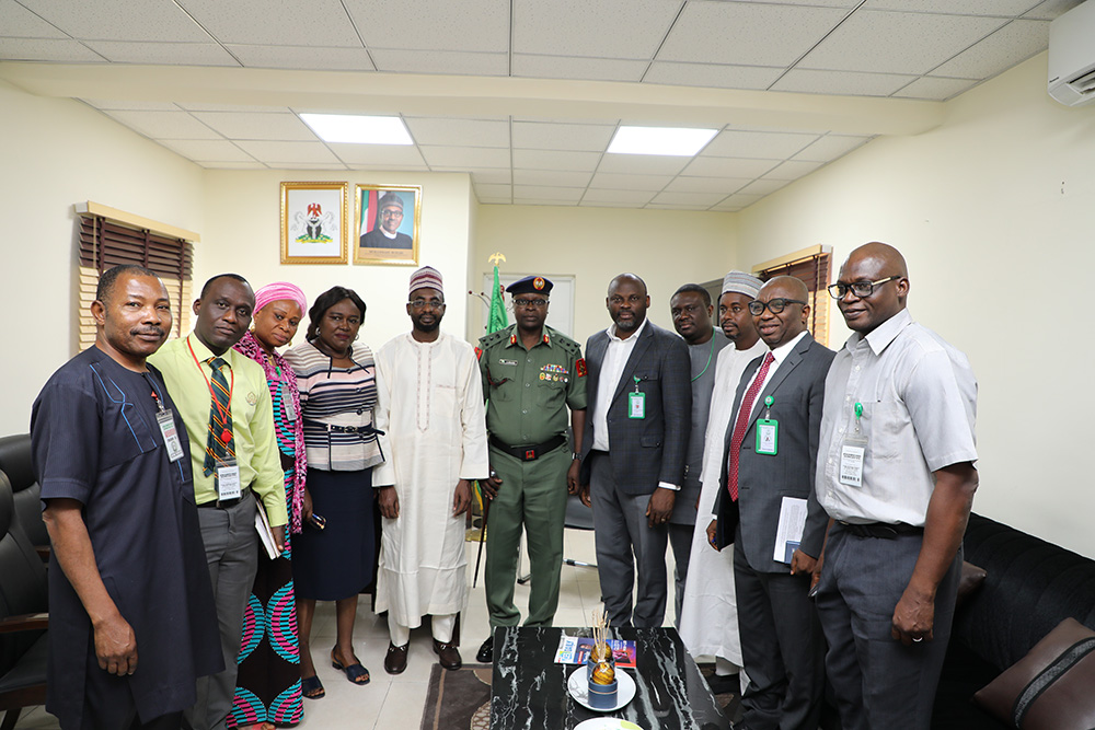 DG NITDA AND DG NYSC IN GRUOUP PHOTOGRAPH IN NITDA OFFICE_